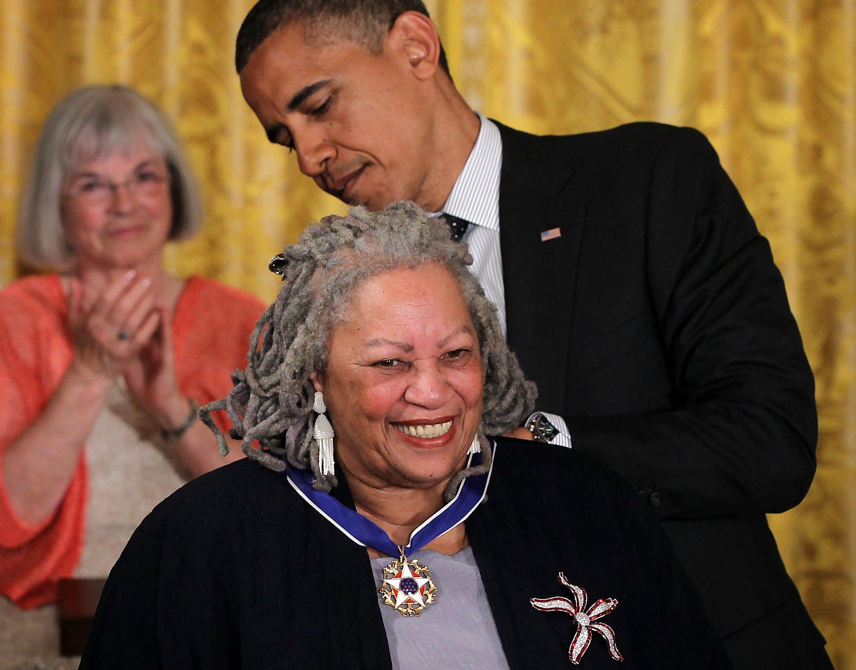 A murit Toni Morrison, prima scriitoare afro-americana distinsa cu Premiul Nobel