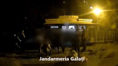 Jandarmi amenințați cu moartea și atacați cu ranga la Galați