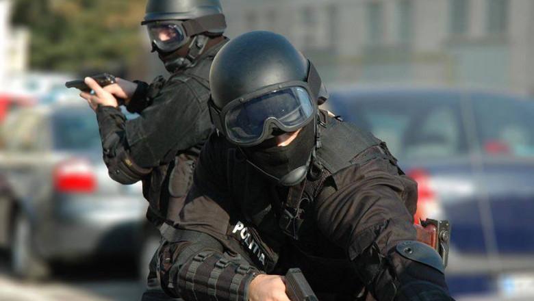 politisti mascati politia romana facebook
