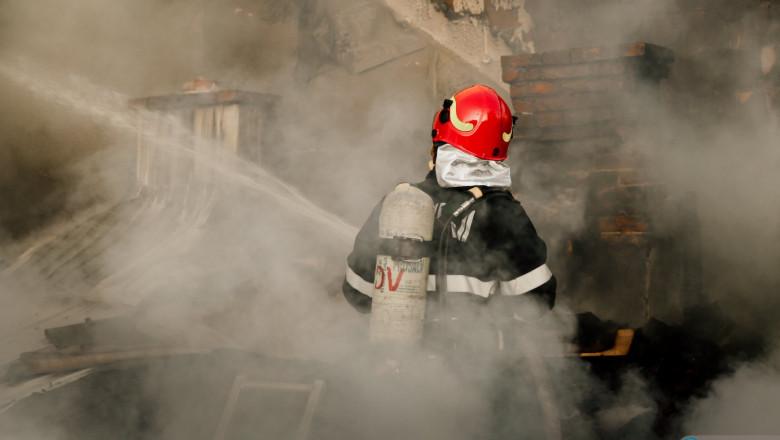 pompier incendiu București