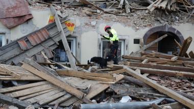 În Croația continuă căutările victimelor după cutremurele puternice.