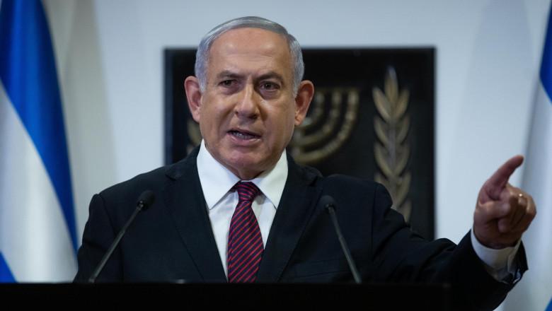 Prim-ministrul Israelului, Benjamin Netanyahu, arată cu degetul în timpul unui discurs susținut în decembrie 2020, în timpul pandemiei de coronavirus