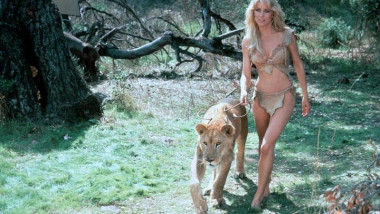 Tanya Roberts: Bond girl and Charlie's Angel still alive, agent saysHer agent says earlier reports of the actress' death were wrong, but she is in a serious condition.