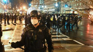 Scenă din timpul unui protest pro-Trump la Washington D.C. în data de 12 decembrie, înainte de votul din Colegiul Electoral.