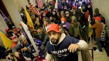 """Suporteri """"exubernați"""" ai lui Donald Trump dau năvală în Congresul SUA"""