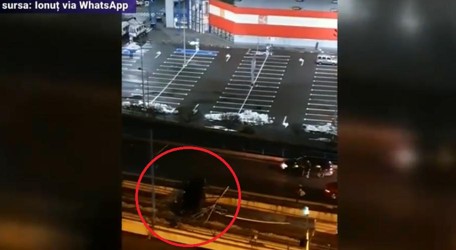 Un șofer s-a răsturnat cu mașina pe Podul Basarab din București, dar s-a prefăcut că era pasager pentru că băuse alcool