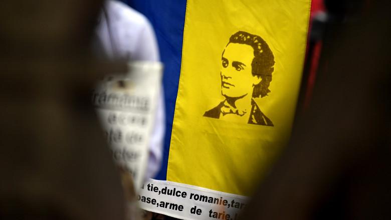 portretul lui Mihai Eminescu pe steagul Romaniei