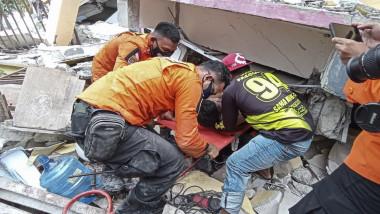 42 de oameni au murit în urma devastatorului cutremur din insula Sulawesi