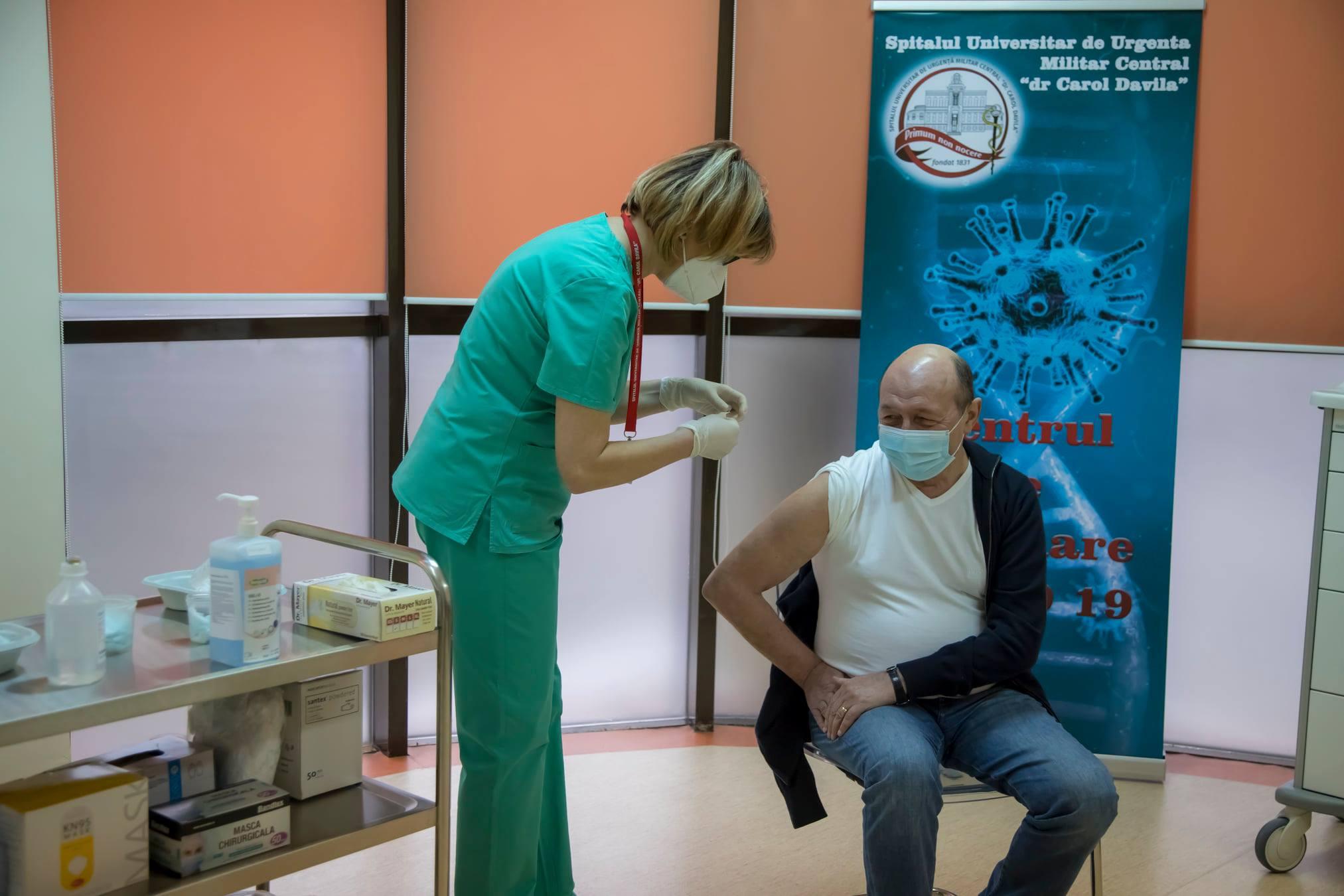 Traian Basescu s-a vaccinat