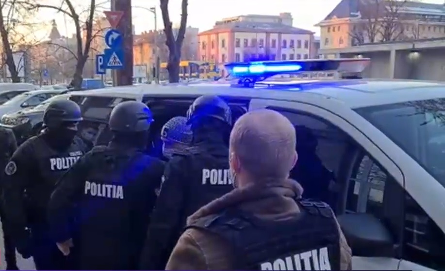 Bărbatul care a lovit cu mașina un cărucior cu un copil a fost arestat preventiv