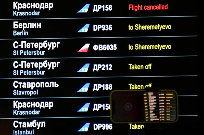 Panoul de afișaj de pe aeroportul Vnukovo anunță că avionul lui Navalnîi a fost redirecționat către Șeremetievo Foto: Profimedia