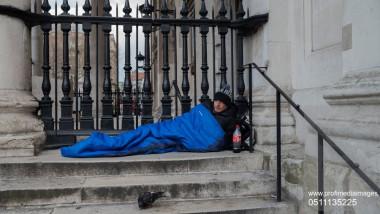 persoana fara adapost homeless romania profimedia