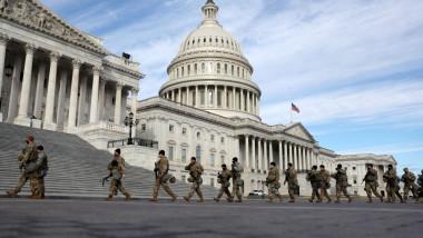 Militari ai Gărzii Naționale păzesc Capitoliul SUA din Washington