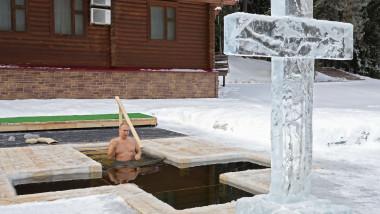 Președintele rus Vladimir Putin a facut baie într-un bazin cu apă îngheţată