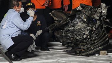 boeing 737-500 prăbușit în indonezia