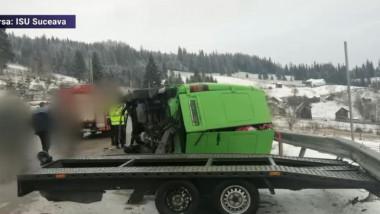 Un accident grav s-a produs în Pasul Mestecăniș, în județul Suceava, unde un microbuz cu opt persoane s-a răsturnat