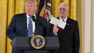 trump tine scrisoarea lui obama in 2017 profimedia-0312500232