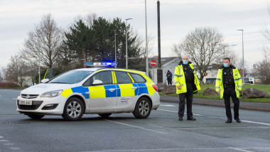 cordon de politie la alerta cu bomba de la fabrica astrazeneca