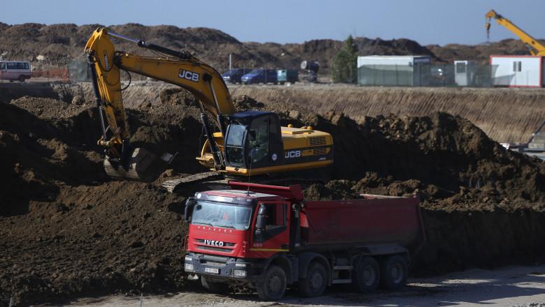 lucrari publice excavator camion pamant constructii