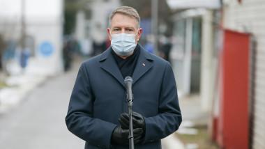 klaus iohannis susține declarații de presă la institutul matei balș după ce a vizitat spitalul afectat de incendiu