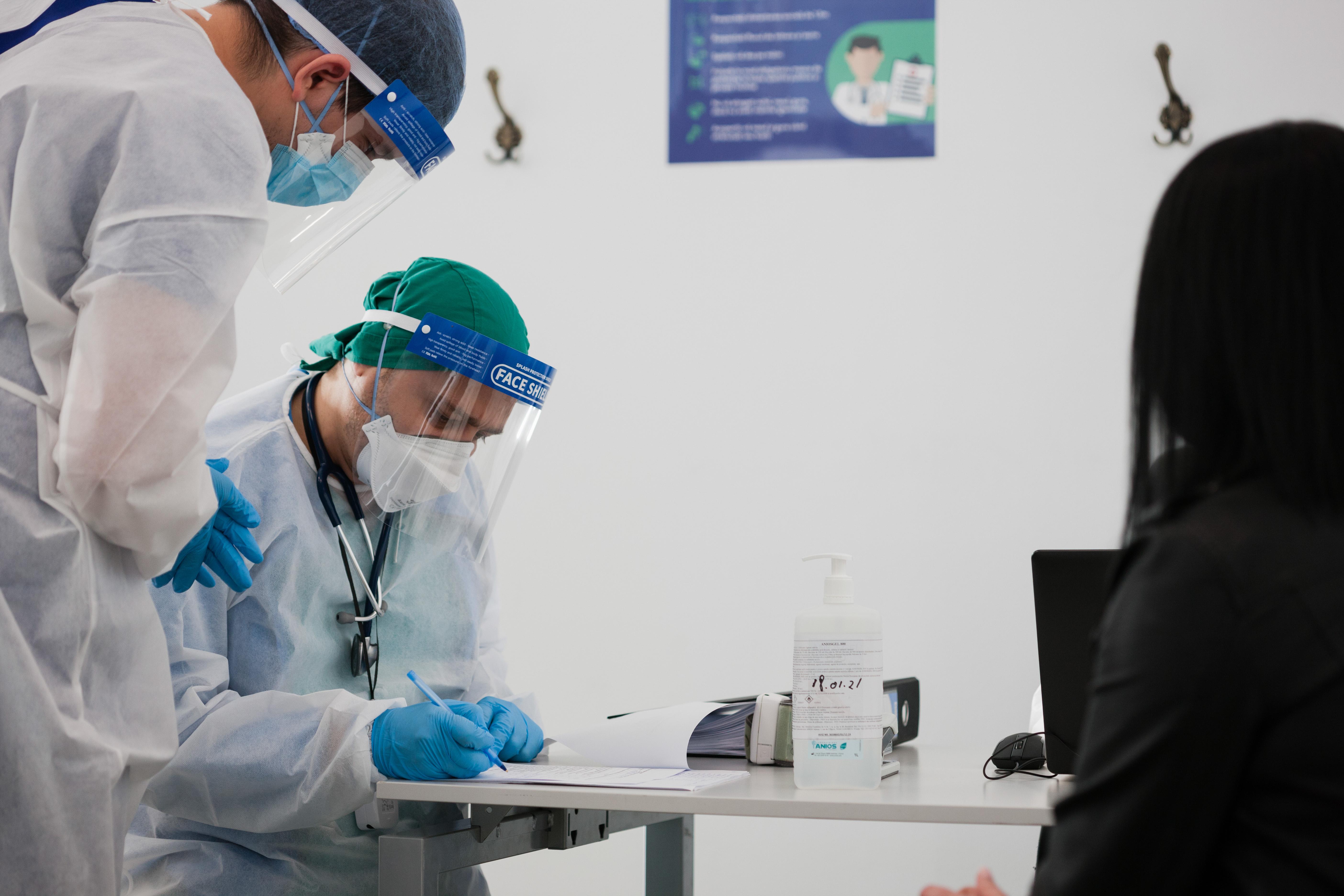Guvernul a aprobat introducerea unor noi categorii de persoane in etapa a doua de vaccinare