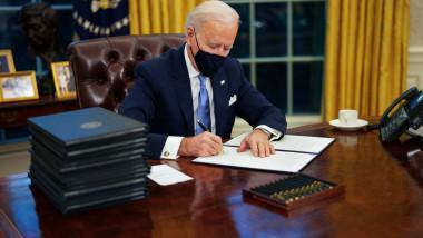 Joe biden semneaza decrete