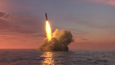 rachetă balistică nucleară lansată de pe un submarin
