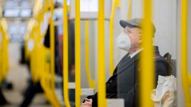 pasager autobuz masca profimedia