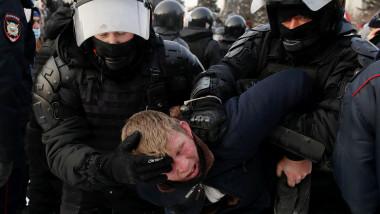 lupte între demonstranţii pro-Navalnîi şi poliţie la demonstraţiile de protest din Rusia