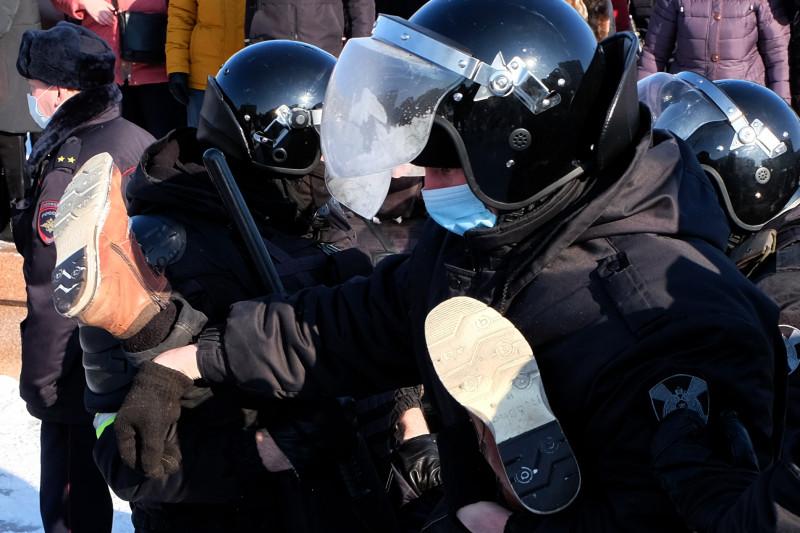 Lupte între demonstranţii pro-Navalnîi şi poliţia din Rusia la demonstraţii de protest