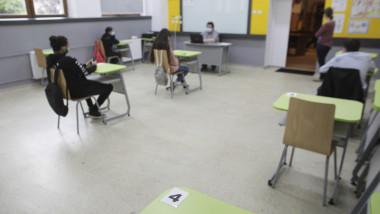 elevi la scoala
