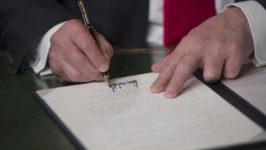semnătură Donald Trump