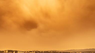 Nor de praf saharian deasupra orașului francez Lyon