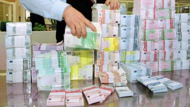 euro-bancnote-teancuri-bani-crop-getty