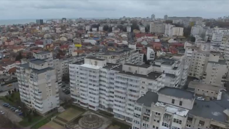 vedere de ansamblu, de sus, asupra bucurestiului, cu multe case si blocuri inghesuite
