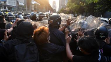 confruntări protestatari birmanezi bangkok