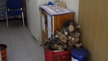 Un sfert din şcolile din România sunt încălzite cu lemne