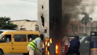 Monolit incendiat în Congo.