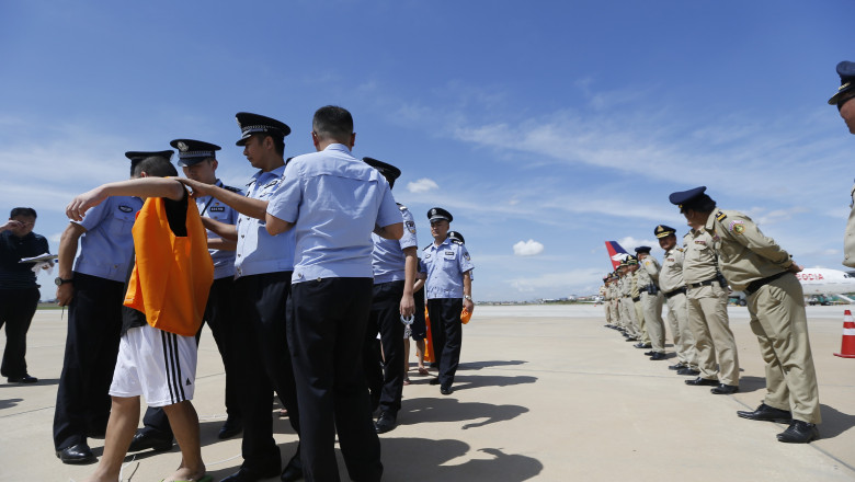 150 swindlers caught in and sent from Cambodia landed in Chongqing
