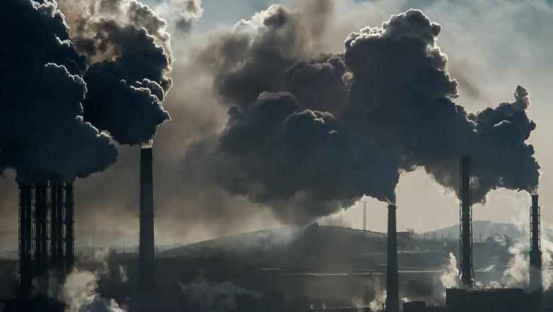 fum iese din furnale industriale poluare