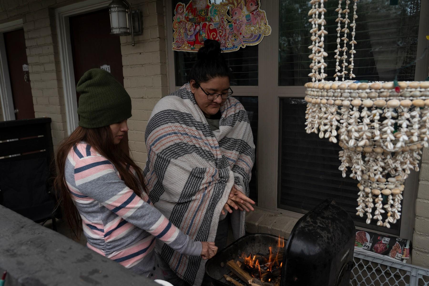 texas frig oameni se incalzesc la gratar profimedia-0591450096