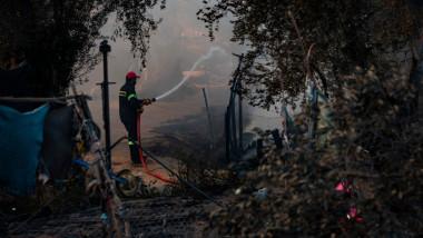 Incendiu într-o tabără de refugiați din Grecia.