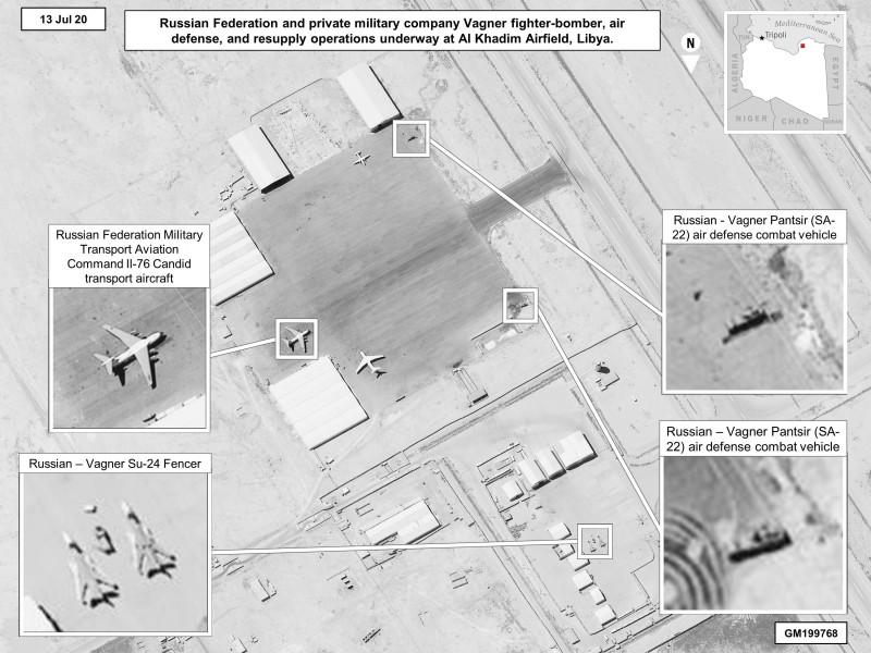 Imagine din satelit a aeroportului Al-Khadim din Libia, publicată pe 13 iulie 2020 de US Africa care Command care arată nivelul impresionant de tehnică militară destinată mercenarilor ruşi Wagner