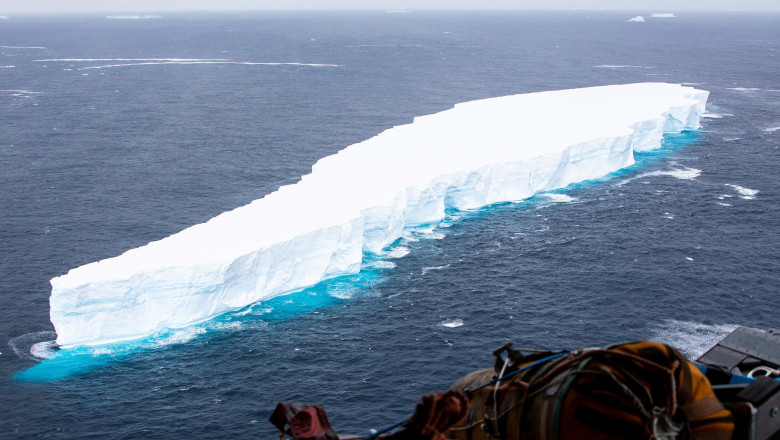 RAF A400M AIRCRAFT CONDUCTS RECONNAISANCE ON A68a ICEBERG