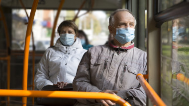 masca in autobuz
