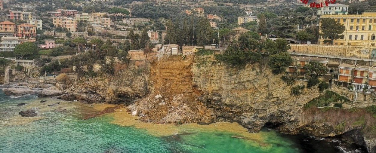 Landslide in the cemetery of Camogli, 200 coffins in the sea