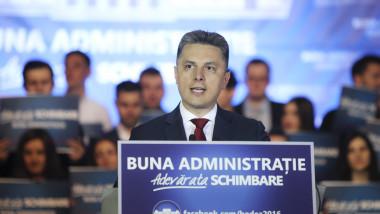 deputatul pnl mugurel cozmanciuc susține un discurs la o reuniune a liberalilor