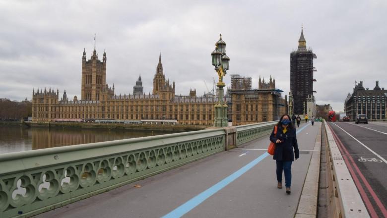Sute de mii de străini au părăsit Marea Britanie în 2020