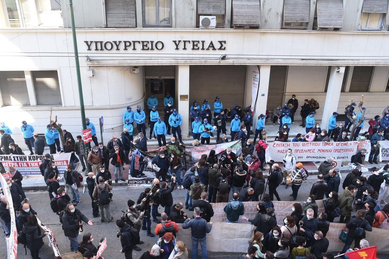 Grevă a medicilor din Grecia din cauza condițiilor din spitale. Cadrele medicale au protestat pe străzile din Atena