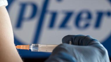 seringa vaccin pfizer profimedia